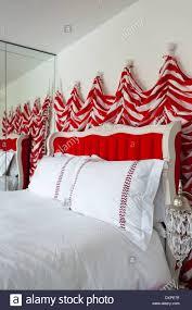 Rot Und Weiß Gestreift Wandbehänge Von Nicholas Haslam In