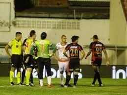 Juazeirense x Sport pela Copa do Brasil tem apagão, sumiço de gandulas e  irrigadores ligados - Esportes - Estadão