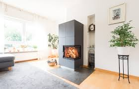 Kacheleckkamin Mit Integriertem Holzlager Schätzle Ofenbau