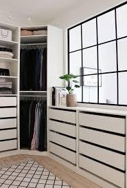 Walk In Closet Pinterest Best 25 Walk In Wardrobe Ideas On Pinterest Walking Closet