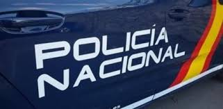 Dos agentes de la Policía Nacional salvan la vida a un bebé en Palencia  tras sufrir una parada