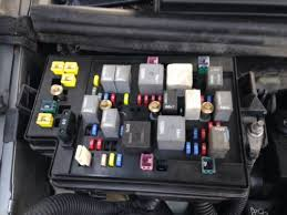2003 pontiac aztek base under hood relay fuse box 646 gm2j01 2003 pontiac aztek base under hood relay fuse box 646 gm2j01