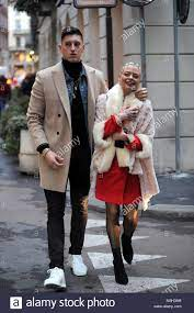 Mailand, Giulia bewährt und engagiert Pierluigi Gollini am Eisberg fashion  show Giulia Provvedi (zwillingsschwester von Silvia - Verlobte von Fabrizio  Corona) kommt zusammen mit ihrem Verlobten Pierluigi Gollini, Torwart von  ATALANTA, die