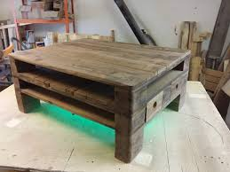 Get some pallets and tryout this DIY pallet coffee table design having some  advanced features! Base of the table has a multiple floors to organize your  ...
