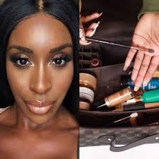 have you ever wondered how it would be possible for you to have your plete makeup while travelling but it seemed impossible jackie aina has the answers