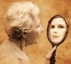 Resultado de imagem para olhando-se no espelho gif.