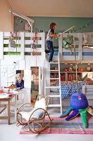 Die entscheidung für das richtige kinderhochbett ist nicht einfach, aber mit ein hochbett gibt kindern zum einen ein gefühl von größe und andererseits aber auch jede menge. 9 Kreative Hochbetten Fur Kinder Spass Bis Unter Die Decke