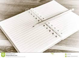 Legno Bianco Nero : Libro aperto con la matita su colore in bianco e nero del fondo di