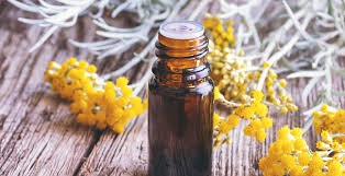 Helichrysum Essential Oil Benefits the Skin, Gut, Heart & More - Dr ...