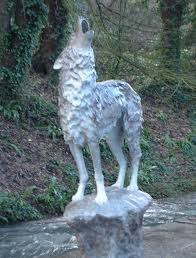 grey wolf size sculpture grey wolf on a rock bronze baying life size sculpture
