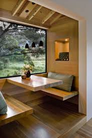 dining booth with storage. la nature, comme un tableau, dans le coin repas. dining booth with storage