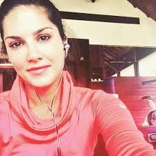 sunny leone in a selfie sunny leone no makeup look