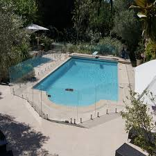 picture of glass pool safety fencing