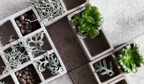 O artesanato é simples de ser feito, no entanto exige alguns cuidados com o manuseio dos materiais para evitar acidentes. Monte Um Jardim Com Blocos De Concreto C C Casa E Construcao