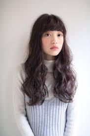 黒髪ロングパーマの髪型まとめナチュラルにかわいい面長丸顔に 髪型