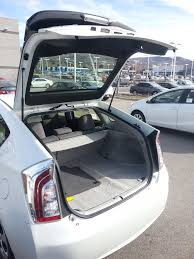 How to Jump Start a Toyota Prius: 23 Steps