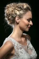 žena In Vyberte Nejkrásnější účes Pro Nevěstu