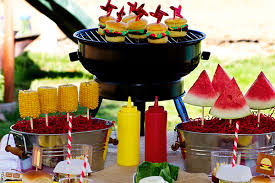 Kid Friendly BBQ Ideas -- how adorable and fun! Portable cup cakes that look
