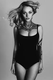 красивые девушки с интересными татуировками 28 фото