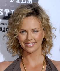 how to make fine curly hair look more polished charlize theron hairstyles fine hairstyles fine hair and charlize theron