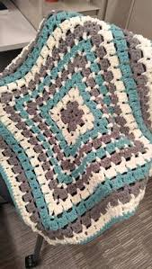 Bernat Crochet Patterns Magnificent Free Crochet Pattern Jenni's Favorite Chunky Throw Blanket Crafts