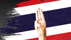 สัญลักษณ์ชู 3 นิ้ว-โบขาว ลุกลามหลายโรงเรียนมัธยม แสดงจุดยืนต้านเผด็จการ