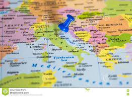 Kaart Van Italië Met Een Blauwe Geplakte Punaise Stock Afbeelding