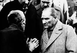 Dosya:Atatürk Tokat'ta bir vatandaşı dinliyor (1930).jpg - Vikipedi