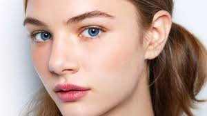 finding the right makeup to wear when you re going for a natural look can be more plex than you think looking natural does indeed require some makeup