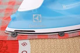 11.11 Bàn ủi hơi nước Electrolux ESI4017