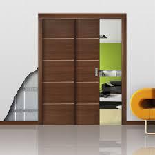 wooden door frame paralelo
