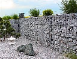 Im baukastensystem können sie die gabionen so nebeneinander aber auch übereinander zusammenstellen und sich eine gabionenmauer ganz nach ihren vorstellungen bauen. Gabionen Hangsicherung 100 Standsicher Steinkorb Gabione De