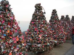 photo essay locks of love around the world photo essay south great photo essay of locks of love around the world