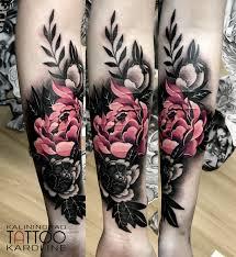 мастер Karoline татуировка цветы тату на руке