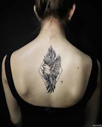 птица в ромбе тату на спине у девушки добавлено администратор