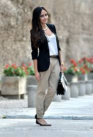 Business Casual For Women With Feminine Look 2021 | FashionGum.com