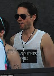 джаред лето обнимался с татуированной брюнеткой на Coachella 2016