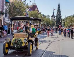 Disneyland Crowd Calendar 2019 When Should You Visit The