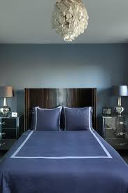 Small blue bedroom with chandelier and curved headboard - chic smart modern  room - Bedroom ideas