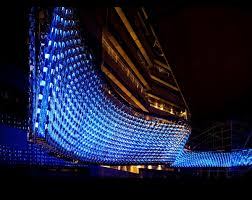 reflective flow world s largest chandelier weighs 39 683 pounds