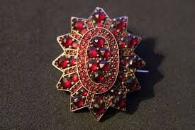 antique 8 kt gold pendant brooch garnet medallion antique jewellery 4 2 cm