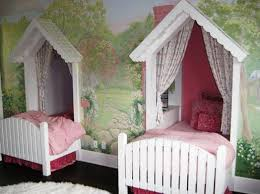 Twin-Canopy-Beds-for-Girls.jpg (1047×784) | pitter patter ...