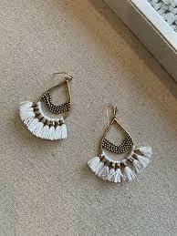 stella and dot white roman chandelier earrings
