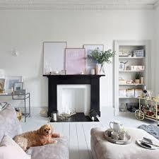 Binnenkijken In Een Wit Interieur Met Zwarte Grijze En Gouden