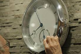 10 luxury wall clocks to upgrade your