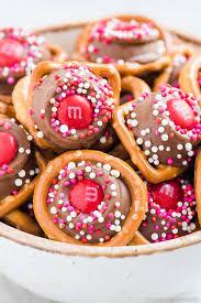 bowl of rolo pretzel bites for valentine s day