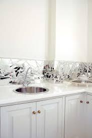 like the broken mirror splash back for the home decoración de unas decoración hogar estantes de vidrio