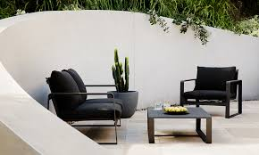 how to choose durable outdoor furniture