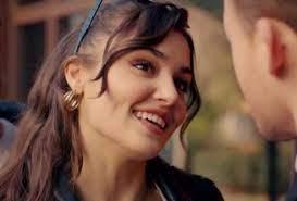 Hande Ercel, prima di Kerem Bursin era fidanzata con un famosissimo  cantante: sapete chi è?