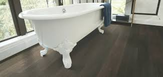 can vinyl flooring be used in a bathroom